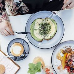 (c) Natalie Paloma Photographie Café Bar, Lokal, Avocado Egg, Brunch, Breakfast, Austria, Food, Photography, Koken
