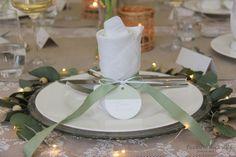 Tischdekoration zur Kommunion mit sendmoments - Tischlein deck dich Food And Drink, Table Decorations, Home Decor, First Communion, Home Decor Kitchen, Place Cards, Boxes, Celebration, Invitations