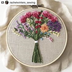 @rachelwinters_sewing made this beautiful floral embroidery #embroidery