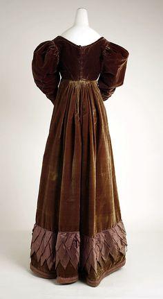 Back of a brown velvet dress c1820 Met museum
