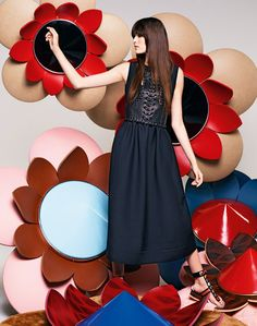 Vanessa Moody focuses on oversize flowers in its Fendi spring summer 2016 campaign