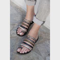 ▪️Wednesday is like small Friday▪️ 📷@luminouswonders.photography #photoshooting #handmade #crafts #jewelry #sandals #greeksandals…