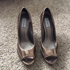 BROWN STEVE MADDEN PUMPS BROWN STEVE MADDEN PUMPS. In good condition, only worn 2 or 3 times. Size 9 1/2 Steve Madden Shoes Heels