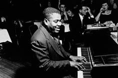 If you want to hear what a piano can really sound like, just listen to Art Tatum. Jazz Artists, Jazz Musicians, Music Artists, Piano, Art Tatum, All That Jazz, Boogie Woogie, Music Images, Music Icon