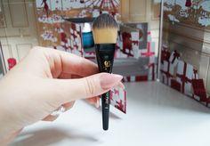 Holding a Beauty Brush http://www.sheistheone.ch/  #beauty #brush #foundation
