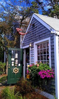 Martha's Vineyard; Quaint, charming and lively! Great Combo!