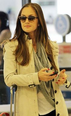 Minka Kelly in a Burberry trench coat Burberry Outfit, Burberry Trench, Burberry Scarf, Minka Kelly, Classy And Fabulous, What To Wear, Style Me, Winter Fashion, Style Inspiration