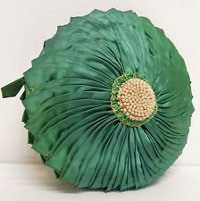 VINTAGE 40s 50s GREEN SILK SATIN/BEADED ROUND CLUTCH HANDBAG/BAG/PURSE~ART DECO 95 Vintage Websites, 50s Glamour, Green Silk, Vintage Bags, Silk Satin, 1940s, Purses And Bags, Art Deco, Throw Pillows