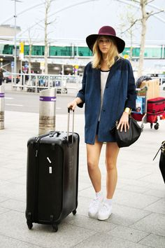 How to get Suki Waterhouse's chic airport style.