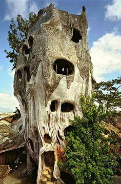 COUCOU NANANE! ON T'AS VUE AVEC TES GROS SABOTS... La maison arbre, Dalat , Vietnam                                                                                                                                                                                 Plus