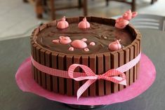 Birthday cake Mud bath for pigs - Cupcakes, Cupcake Cookies, Cake Icing Tips, Easter Deserts, Chocolate Easter Cake, Gravity Cake, Masterchef, Dessert Decoration, Köstliche Desserts
