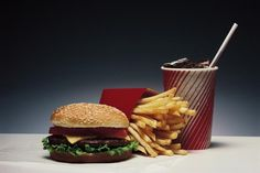 Junk Food To Avoid Are There Certain Foods to Avoid for a Hiatal Hernia? Healthy Fast Food Choices, Fast Healthy Meals, Fast Foods, Healthy Options, Healthy Smoothies, Quick Meals, Healthy Weight, Healthy Foods, Junk Food