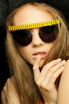 Crazy sunglasses! Don't think I could pull these off... Wish I could!