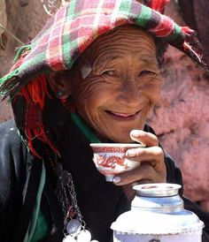 """Tibetans began to drink tea during the ruling period of Dusong Mangpoje (AD 676-704), a king of Tubo Kingdom (an ancient kingdom of Tibet), according to the book titled """"History from the Han and Tibetan Sources""""."""