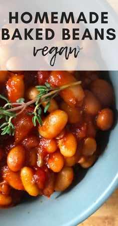 This vegan homemade baked beans recipe requires very few ingredients indeed, but will supply you with a satisfying smoky, sweet flavour that will leave you wanting another plateful.I heartily recommend you pair these beans with corn fritters and avocado f Sweet Beans Recipe, Simple Baked Beans Recipe, Homemade Baked Beans, Homemade Beans On Toast, Healthy Baked Beans, Vegetarian Baked Beans, Bbq Baked Beans, Baked Beans On Toast, Vegan Bean Recipes