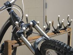 Ideas Homemade Bike Rack For Car Best Bike Rack, Diy Bike Rack, Bike Storage Rack, Car Racks, Dirt Bike Helmets, Dirt Bike Gear, Homemade Bike Stand, Thule Bike, Vertical Bike Rack