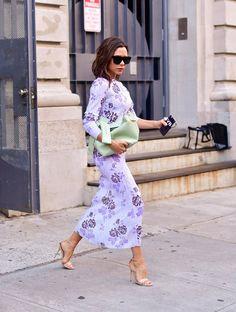 Victoria Beckham Outfits, Victoria Beckham Style, Spice Girls, Victoria Show, Victoria Style, Viktoria Beckham, Purple Floral Dress, Pastel Purple, Victoria Fashion