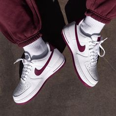 Discover recipes, home ideas, style inspiration and other ideas to try. Latest Sneakers, Red Sneakers, Custom Sneakers, Sneakers Fashion, Sneakers Nike, Nike Airforce 1, Sneakers Street Style, Sock Shoes, Minimalist Fashion