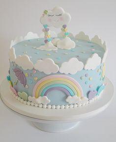 Ótimo dia cheio de amor!! De baunilha com doce de leite e nozes para aniversário de 1 ano no tema chuva de amor!! #bolodecorado #bolodemenina #bolopastaamericana #bolochuvadeamor #festainfantil #festademenina #cake #cakedecorating #fondantcake #kidsparty #temachuvadeamor #festachuvadeamor #sugarart #sugarcraft #carolsugaronidoces