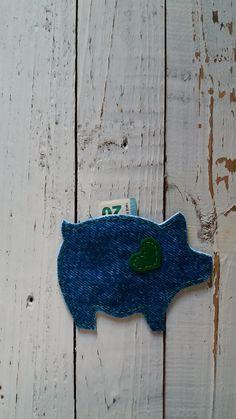 feltro nas mãos | projeto criativo: Porquinho Mealheiro (coração verde) #2