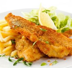 Fish dish - fried fish fillet, French fries with vegetables Cod Recipes, Seafood Recipes, Beer Battered Cod, Breaded Chicken Cutlets, Fried Fish Recipes, Home Food, Fish Dishes, Italian Recipes, Dressing
