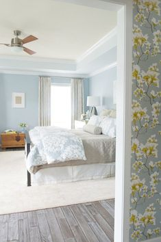 Guest bedroom white washed wood floors floral wallpaper blue walls tray ceil Guest bedroom white was Blue Bedroom Colors, Blue Bedroom Walls, White Bedroom, Wood Bedroom, Master Bedroom, White Wash Wood Floors, White Wood, Bedroom Color Combination, Light Blue Walls