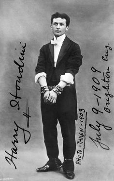Large Image with Signature Houdini in chains, photograph. Library of Congress, Rare Books and Special Collections Division, McManus Young Division. Vintage Photographs, Vintage Photos, Antique Photos, Michel Leiris, Library Of Congress, Historical Pictures, Famous Faces, Thirty One, Old Hollywood