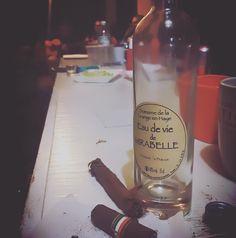 Bebida francesa y música chilena