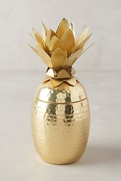 Golden pineapple candle from Anthropologie - great hostess gift!