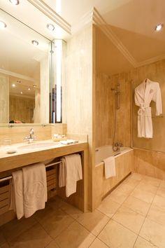 Bathroom - Hôtel Rochester Champs Elysées, Paris.
