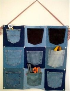 Recycle old jeans into pocket organizer. Great idea for old ratty jeans Jean Crafts, Denim Crafts, Jean Organization, Genius Ideas, Amazing Ideas, Craft Projects, Sewing Projects, Diy Recycling, Coin Couture