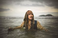 Confira este incrível (e imperdível) ensaio fotográfico do Capitão Jack Sparrow feito pela Authentic Privilege | Ideia Quente