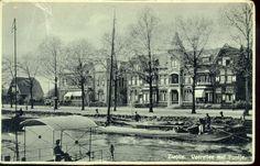 Willemsvaart en Veerallee bij het Kamperlijntje, op de voorgrond het pontje vooral gebruikt door scholieren, ca. 1930. Op 15 december 1964 werd het pontje uit de vaart genomen.