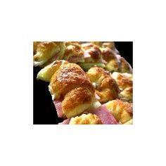 mini medialunas de jamon y queso del emporio de los sandwiches...