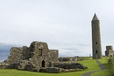 Northern Ireland, Fermanagh, Enniskillen. Tthe monastic settlement and round tower on Devenish Island in Lower Lough Erne.