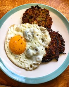 Spiced kohlrabi and carrot fritters