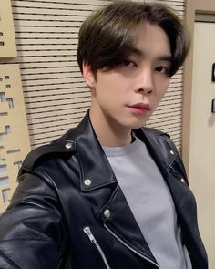Read Johnny ♡ NCT from the story 𝐢𝐝𝐨𝐥𝐬 𝐚𝐬 𝐛𝐨𝐲𝐟𝐫𝐢𝐞𝐧𝐝 𝐦𝐚𝐭𝐞𝐫𝐢𝐚𝐥 by jensgirl (lay💫) with 732 reads. Nct Johnny, Jisung Nct, Lee Taeyong, Winwin, K Pop, Entertainment, Lucas Nct, Jeno Nct, Wattpad