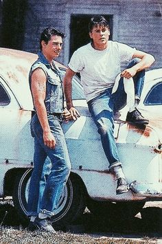 The Outsiders (rare) Photo: Best friends Steve Randle and Sodapop Curtis. The Outsiders Steve, The Outsiders Cast, The Outsiders Imagines, Soda Pop Outsiders, 80s Movies, Good Movies, I Movie, Dallas Winston, 3 Best Friends
