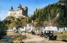 Castelul Bran,anii '20-'30 Colorized Historical Photos, Black N White Images, Black And White, Transylvania Romania, The Future Is Now, History Photos, Best Funny Pictures, Places To Travel, The Past