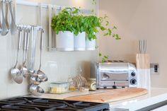 Acessórios vintage de cozinha! https://www.homify.pt/livros_de_ideias/22717/acessorios-classy-para-a-sua-cozinha #cozinha #homify #acessórios #vintage