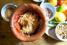 Thai Sauce, Fish Sauce, Thai Dishes, Side Dishes, Thai Green Papaya Salad, Cabbage Leaves, Asian Recipes, Green Beans, Salmon