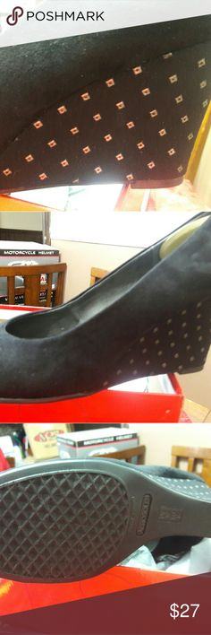Aerosoles 10W Wedges w/Gold Studs Brand new in box never worn Aerosoles 10W Wedges w/Gold Studs AEROSOLES Shoes Wedges