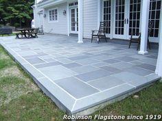 44 Ideas blue stone patio steps for 2019 Concrete Patios, Bluestone Patio, Brick Patios, Stone Patios, Slate Patio, Paver Stones, Flat Stone Patio, Stone Walkways, Wood Patio