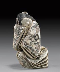 Окимоно - в традиционном европейском понимании — это статуэтка.В японской культуре «резная фигурка» — произведение японского декоративно-прикладного искусства, статуэтка, предназначенная для украшения интерьера.