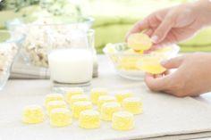 Gominolas de limón Sweet Desserts, Sweet Recipes, Dessert Recipes, Glass Of Milk, Good Food, Sweets, Candy, Chocolate, Cooking