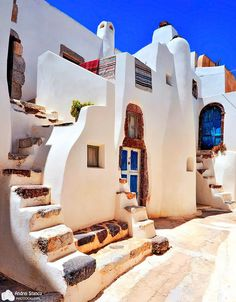 The houses of the Emborio Village - Santorini isle by Stancu Andrei Mykonos, Santorini Grecia, Santorini Island, Beautiful Islands, Beautiful World, Beautiful Places, Places To Travel, Places To Visit, Mediterranean Architecture