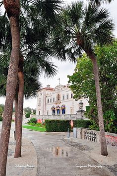 Vizcaya Museum and Gardens (Miami, Florida) - Tourist attraction - spend an entire day exploring the site and the beautiful gardens