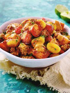Alles, was wir lieben in einem schnellen Gericht vereint: Süßkartoffel, Gnocchi und Hack. #gnocchipfanne #gnocchi #süßkartoffel