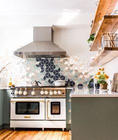 A modern white kitchen with white range is a kitchen designer's dream! Explore this white Blue Star Range with brass trim in a recent kitchen reno. Modern Kitchen Renovation, Kitchen Interior, Kitchen Remodel, Kitchen Design, Kitchen Ideas, Modern Ovens, Small Modern Kitchens, Modern Farmhouse Kitchens, Small Kitchen Ovens