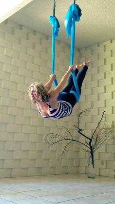 Jupiter of AjnaLife.com Aerialist & Yoga Instructor Acro through Zen (& most everything in-between) Suspended Apparatus, Trapeze, Rope, Cloud Swing, Aerial Cradle, Aerial silk, Aerial Hoop, Aerial Straps Sling, Hammock, Silks, Tissue, Fabric http://ajnalife.com/